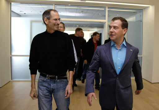 russian president apple hq Russian President Medvedev goes to Twitter HQ, Apple HQ