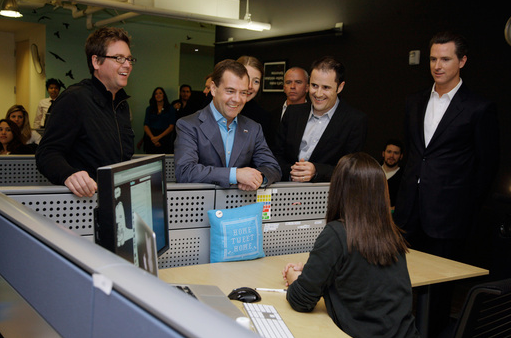 russian president twitter hq Russian President Medvedev goes to Twitter HQ, Apple HQ