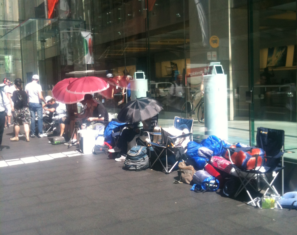 applestore Here is a Pic of the Line Outside the Apple Store, Sydney   Waiting For the iPhone 5